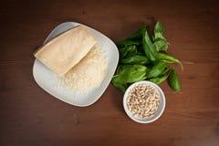 Ингридиенты для соуса pesto Стоковые Изображения