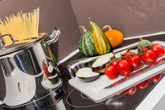 Ингридиенты еды в кухне Стоковые Фотографии RF
