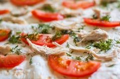 Ингридиенты пиццы крупный план Томаты, цыпленок, сыр, укроп Стоковая Фотография RF