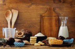 Ингридиенты выпечки и инструменты выпечки Стоковое Изображение