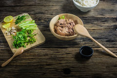 Ингридиенты в салате, законсервированный тунец Стоковое фото RF