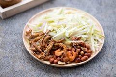 Ингридиенты пряного и кислого салата манго, тайской еды Стоковая Фотография