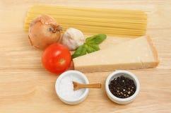 Ингридиенты рецепта спагетти Стоковое Изображение