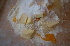 Ингридиенты торта на доске печенья Стоковая Фотография
