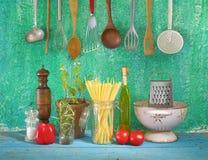 Ингридиенты для блюда спагетти Стоковая Фотография