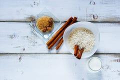 Ингридиенты для делать рисовый пудинг Стоковые Фото