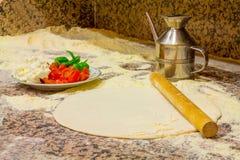Ингридиенты для делают пиццу стоковая фотография