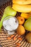 Ингридиенты для зеленых smoothies: бананы, киви, груши и лед, t Стоковые Изображения RF
