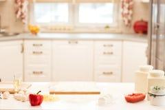 Ингридиенты для пиццы на таблице Стоковое Изображение