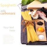 Ингридиенты для carbonara alla спагетти Стоковые Изображения RF