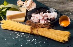 Ингридиенты для carbonara alla спагетти Стоковая Фотография