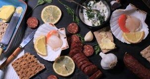 Ингридиенты для scallops с chorizo в майонезе чеснока Стоковая Фотография RF