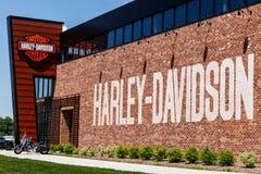 Индианаполис - около май 2018: Дилерские полномочия Harley-Davidson местные Мотоциклы Harley Davidsons знаны для их следовать v Стоковые Изображения RF