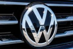 Индианаполис - около март 2018: Автомобили Фольксвагена и дилерские полномочия SUV VW среди производителей автомобилей ` s мира с Стоковые Изображения