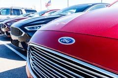 Индианаполис - около март 2018: Дилерские полномочия автомобиля и тележки Форда Форд продает продукты под Линкольном и Motorcraft Стоковое Изображение RF