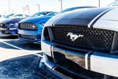 Индианаполис - около март 2018: Дилерские полномочия автомобиля и тележки Форда Форд продает продукты под брендами Линкольна и Mo Стоковая Фотография RF