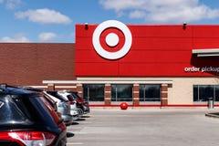 Индианаполис - около март 2019: Корзины магазина розничной торговли цели Цель продает товары для дома, одежду и электронику II стоковое фото rf