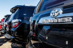 Индианаполис - около март 2018: Местный автомобиль Тойота и дилерские полномочия SUV Тойота высококачественный японский производи Стоковые Фотографии RF