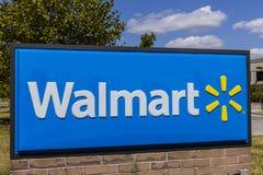 Индианаполис - около сентябрь 2017: Положение розницы Walmart Walmart американская Транснациональная компания Розница Корпорация  Стоковые Фото