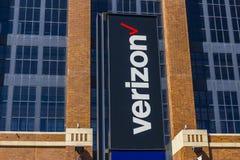 Индианаполис - около сентябрь 2017: Signage и логотип Verizon Wireless Verizon самый большой u S беспроволочный поставщик XIII Стоковые Изображения RF