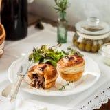 Индивидуальные пироги мяса печенья слойки Стоковое фото RF