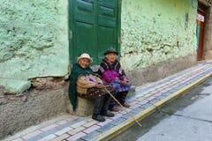 Индигенная женщина и ее дочь в Alis, Перу Стоковое фото RF