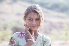 Индийская девушка присутствовала на верблюде Mela Pushkar Индия стоковая фотография rf