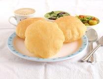 Индийская еда Poori или хлеб индейца зажаренный Стоковое Изображение RF