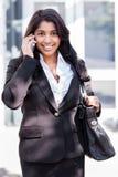 Индийская коммерсантка на телефоне стоковые изображения rf