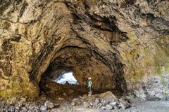 Индийская пещера тоннеля в кратерах национального монумента луны, Айдахо, США стоковое фото rf