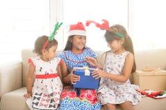 Индийская семья на настроении рождества Стоковые Изображения RF