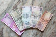 Индийские деньги и рупии банкнот, 2000, 500, 100, 50 и 10, li стоковое фото rf
