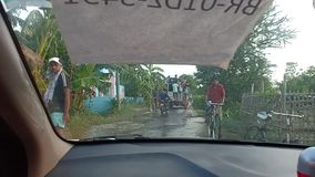 Индийские деревня и дороги и дом после потоков сток-видео