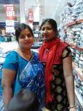 Индийские женщины в moll стоковые фото