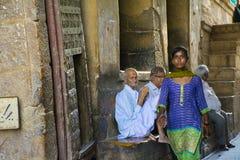 Индийские женщины идут вне от замка стоковая фотография rf
