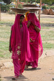 индийские женщины работая детеныши стоковое фото rf