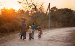 Индийские женщины с дет Стоковое Изображение RF