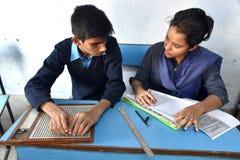 Индийский слепой студент давая рассмотрение стоковое изображение