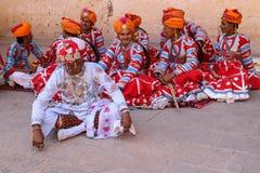 Индийский человек в традиционном обмундировании Раджастхана стоковые фотографии rf