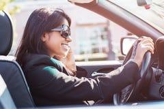 Индийский busineswoman управляя автомобиль Стоковые Фотографии RF