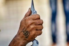 Индийское фото руки старика стоковое фото