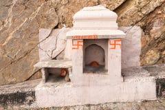 Индусская святыня на дороге к форту Nahargarh, Джайпуру стоковые изображения rf