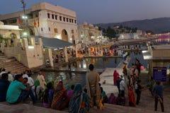 Индусская церемония на озере Pushkar на день полнолуния Стоковые Изображения