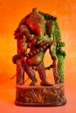 Индусский бог - лорд Ganesha с розарием rudraksha в красочном lig стоковое изображение rf