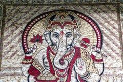 Индусский бог Ganesha напечатал смертную казнь через повешение стены хода на дисплее для продажи на рынке Camden стоковые фото