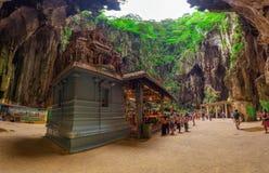 Индусский висок внутри Batu выдалбливает около Куалаа-Лумпур Стоковые Изображения