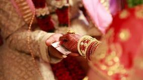 Индусский индийский ритуал свадебной церемонии сток-видео
