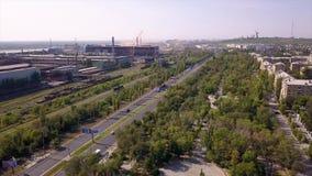 Индустриальная зона панорамы, дорога мульти-майны, железнодорожные пути паркует зону, спальную зону видеоматериал