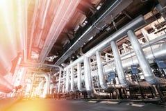 Индустриальная зона, стальные трубопроводы и кабели Стоковое фото RF