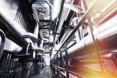 Индустриальная зона, стальные трубопроводы и кабели Стоковая Фотография